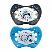 Nip Night szilikon éjszakai világító játszócumi 0-6 hó 2 db (szürke, kék) - űrhajós, bolygó